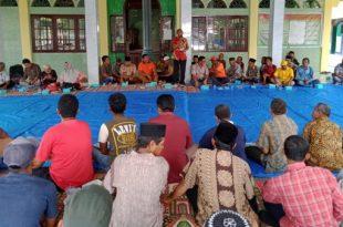 HM Nurnas bersama masyarakat Ketaping
