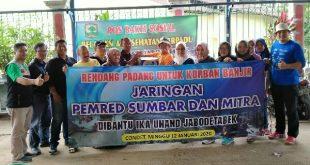 Korban Banjir Jabodetabek Terima Rendang Padang Bantuan JPS