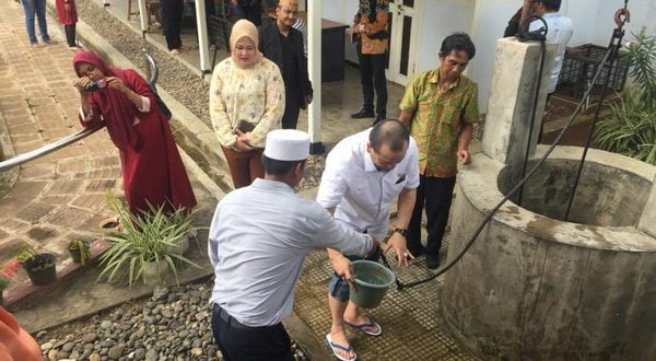 La Nyalla sempatkan sholat dhuhur di Rumah Pengasingan Soekarno