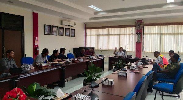Executive General Manager AP II Bandara Internasional Minangkabau (BIM), Yos Suwagiono dalam pertemuan dengan Jaringan Pemred Sumbar (JPG) di Kantor AP II BIM, Padangpariaman, Kamis (6/2/2020)