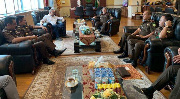 Ketua DPD RI AA La Nyalla Mahmud Mattalitti bersama Kajati Sulsel Firdaus Dewilmar