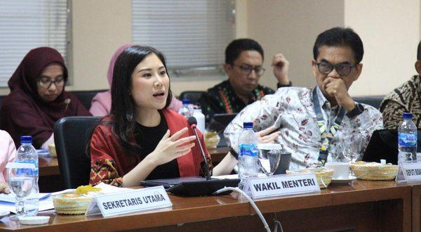 Rapat kerja antara Komite III DPD RI dengan Menteri Pariwisata dan Ekonomi Kreatif di Ruang Rapat Tarumanegara di Gedung DPD RI, Jakarta, Senin (11/2/2020)