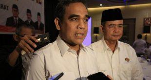 Sekjen DPP Partai Gerindra Ahmad Muzani didampingi Nasrul Abit usai membuka secara resmi rapat koordinasi daerah