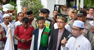 Wakil Ketua DPRD Sumbar dihadapan para demo