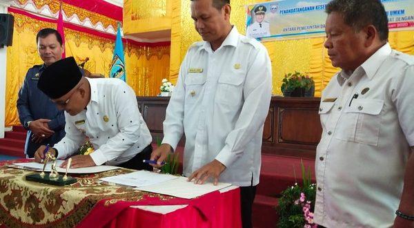 Walikota Pariaman Genius Umar dan Bupati Pasbar Yulianto meneken nota kerjasama