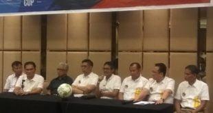 Gubernur Sumbar bersama panitia dan pendudukung Minangkabau Cup III saat menjawab pertanyaan pers