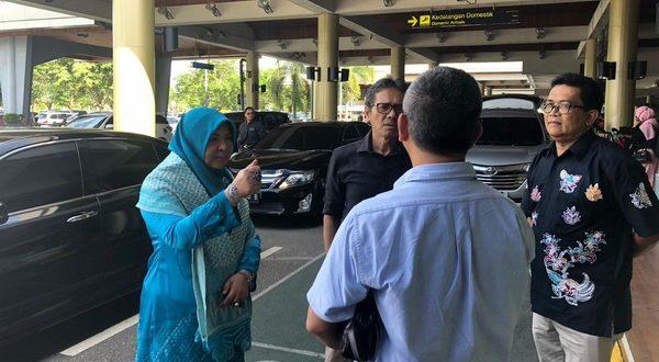 Anggota Komisi VI DPR RI Nevi Zuairina bersama Gubernur Sumbar, Irwan Prayitno tinjau kesiapan antisipasi virus corona di BIM, Sabtu 21/3