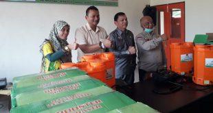 PT.Agrowiratama serahkan alat semprot untuk pencegahan penyebaran virus corona di Kabupaten Pasaman Barat