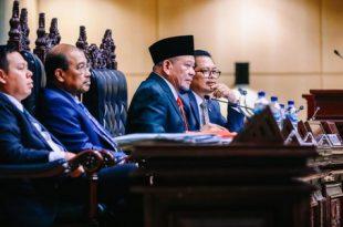 Ketua DPD RI LaNyalla Mattaliti bersama pimpinan DPD RI lainnya