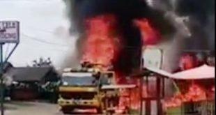 Truk pompa cor semen dengan nomor polisi BL 9539 AO terbakar di jalan Lintas Sumatera
