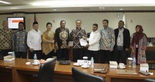 Ketua Pansus Papua DPD RI Filep Wamafma saat RDPU di Gedung DPD RI, Jakarta