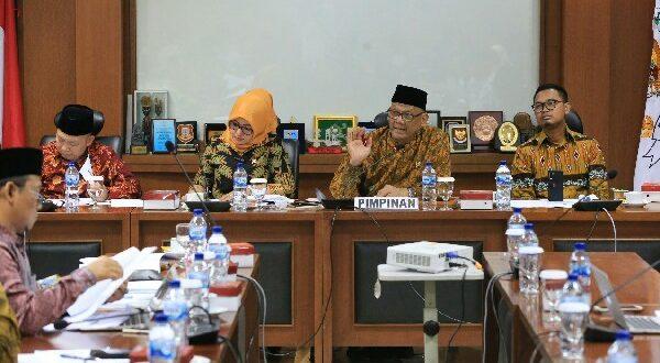 Komite III DPD RI pada hari ini menyelenggarakan RDPU dengan Badan Standar Nasional Pendidikan (BSNP) dan Persatuan Guru Republik Indonesia (PGRI)