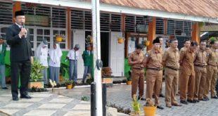 Anggota DPRD Sumbar Muhayatul jadi pembina upacara di SMA 1 Sutera