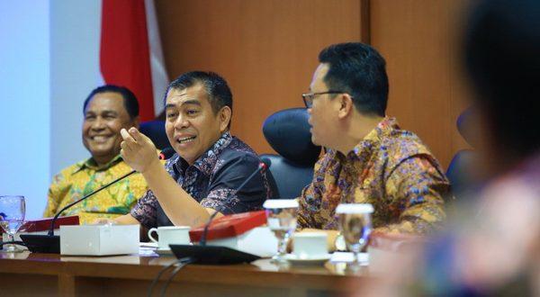 Wakil Ketua Komite II DPD RI Bustami Zainudin saat RDPU terkait penyusunan RUU tentang perubahan atas UU No. 18 Tahun 2018 Tentang Pengelolaan Sampah