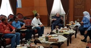 Ketua DPD RI, La Nyalla M. Mataliti didampingi Ketua Umum Kadin Jatim Adik Dwi Putranto bertemu Khofifah di ruang kerja Gubernur Jatim di Surabaya