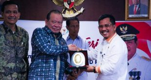 Rapat kerja Ketua DPD RI AA La Nyalla Mahmud Mattalitti dengan Sekda Provinsi Kepri Arif Fadillahdi