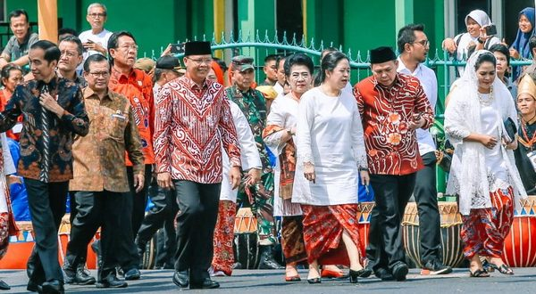Wakil Ketua DPD RI, Sultan Baktiar Najamudin bersama Presiden Jokowi, Ketua DPR RI dan rombongan meresmikan monumen Pahlawan Nasional Fatmawati Soekarno, di kota Bengkulu, Provinsi Bengkulu, Rabu (5/2/2020)