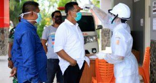 Ketua DPRD Kota Solok melihat kesiapan dan memeriksa ketersediaan alat perlengkapan tenaga medis yang mengangani covid 19