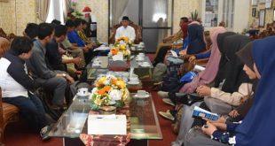 Mahyeldi bersama pengurus Masyarakat Ekonomi Syariah