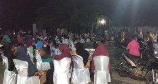 Masyarakat tampak menghadiri acara syukuran anggota DPRD Dharmasraya Rosandi Sanjaya Putra, di Jorong Tarantang, Nagari Sialang Gaung, Kecamatan Koto Baru, Minggu (1/3) malam.