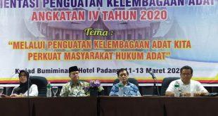 Wakil Gubernur Sumatera Barat Nasrul Abit pada Acara Orientasi Penguatan Kelembagaan Adat