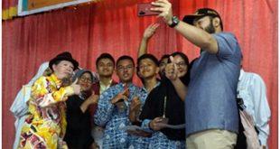 Wako Fadly Amran foto selfie dengan para juara, petinggi ISI dan unsur The Planners.( foto Yetti harni)