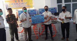 Bank Rakyat Indonesia (BRI) Cabang Kabupaten Pesisir Selatan salurkan 25 unit wastafel portable dan alat pelindung berupa masker.