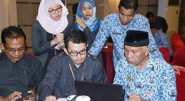 Mahyeldi dalam Rakorda Kegiatan Sensus Penduduk 2020 Kota Padang, Senin (17/2/2020)