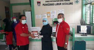 PDIP Sumbar Donasikan 900 Set APD dan 3.900 Masker untuk Nakes