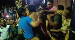 Massa melapiaskan kemarahan pada jambret yang telah menimbulkan keresahan