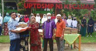SMPN 1 Kecamatan Luak Berbagi Sembako di Masa Pandemi