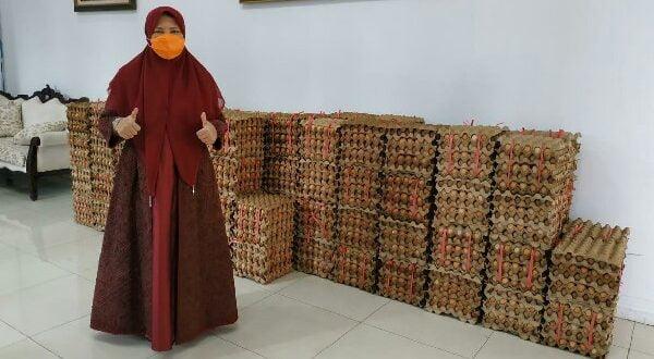 Telur siap bagi kepada masyarakat aksi lanjutan Anggota DPR RI PKS Nevi Zuairina, Senin 11/5 (foto: dok/nzcenter)