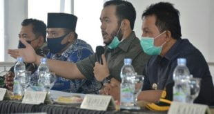 Walikota Padang Panjang dan Forkopimda dalam virtual meeting evaluasi PSBB III.