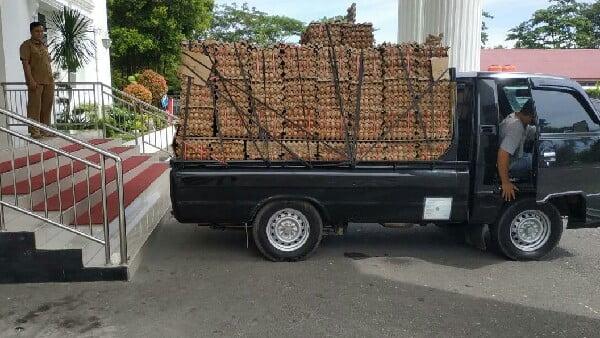 Bantuan telur Nevi Zuairina siap bergerak ke 19 kota dan kabupaten se Sumbar, Senin 11/5 (foto: dok/nzcenter)