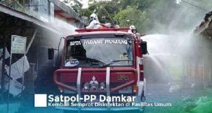 Damkar kembali melakukan peyemprotan disinfektan pada fasilitas umum Padang Panjang. ( foto; Kominfo)