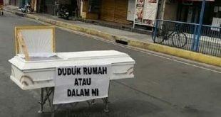Salah satu bentuk peringatan di perempatan depan PDAM Padang Panjang, agar warga stay at home. ( foto: diambil dari WAG Forum Jejayaan Kota Padang Panjang)