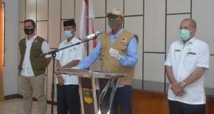 Ketua Gugus Tugas Percepatan Penanganan Corona yang juga Plt. Bupati Solok Selatan Abdul Rahman terkait covid-19 (foto hms)