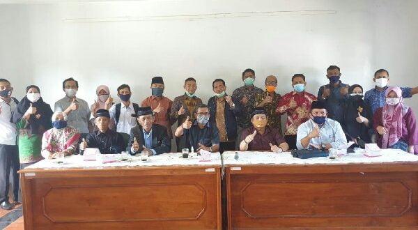 Komisi I DPRD Sumbar memberi apresiasi positif terhadap kearifan lokal yang diterapkan pemerintahan Nagari Lawang dan Nagari Tigo Balai, Kec. Matur, Kabupaten Agam, dalam penyerahan BLT Dana Desa dan penanganan pandemi Covid-19