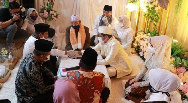 Prosesi ijab kabul putra Alwis dan putri HM Tauhid