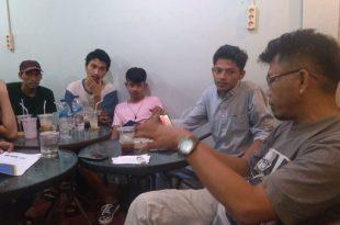Indra M Gandidi (kanan) terangkan cara kerja Lorong Nano Imun Booster kepada tim Sispala Reborn, Jumat 5/6 (foto: dok/sispalareborn)