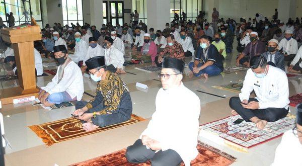 Jamah masjid menerapkan protokeler kesehatan
