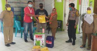 PDIP Kota Padang serahkan bantuan untuk menghadapi tatanan normal baru (foto hms - Spirit Sumbar)