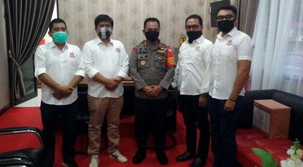 Pengurus Koni bersama Kapolres Padang Panjang, AKBP. Apri Wibowo.SIK