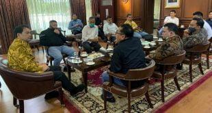 Pengurus SMSI bersama Wakil Ketua DPR RI Azis Syamsudin