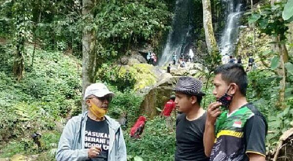 Camat Sungai Tarab saat meninjau kesiapan objek wisata Duo Bidadari