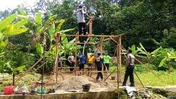 Rumah untuk kakek Nuzuwar dibangun secara gotongroyong