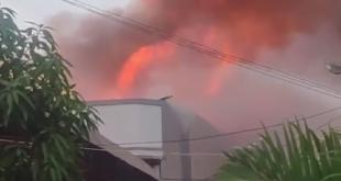 kebakaran melanda kawasan Banda Olo, Belakang Lintas Andalas, Kecamatan Padang Barat, Kota Padang, Sumatera Barat (Sumbar), Selasa, 14 Juli 2020, sekira pukul 18.30 WIB.
