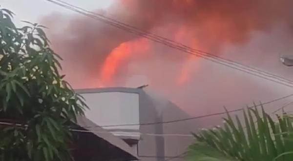 Ini Video Detik Detik Kebakaran Banda Olo Kota Padang