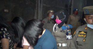 Wanita pekerja karaoke yang diamankan Satpol PP Dharmasraya