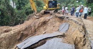 Walikota Sawahlunto tinjau jalan terban di Desa Rantih